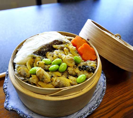 海鮮家福伸真鯛蛤蠣蒸籠飯(真鯛とあさりのせいろごはん)