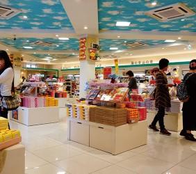 九州基山高速公路休息站寬敞的伴手禮購物區