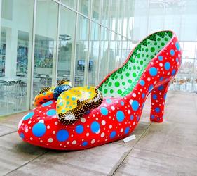 日本鹿兒島「霧島藝術之森」美術館的紅色高跟鞋