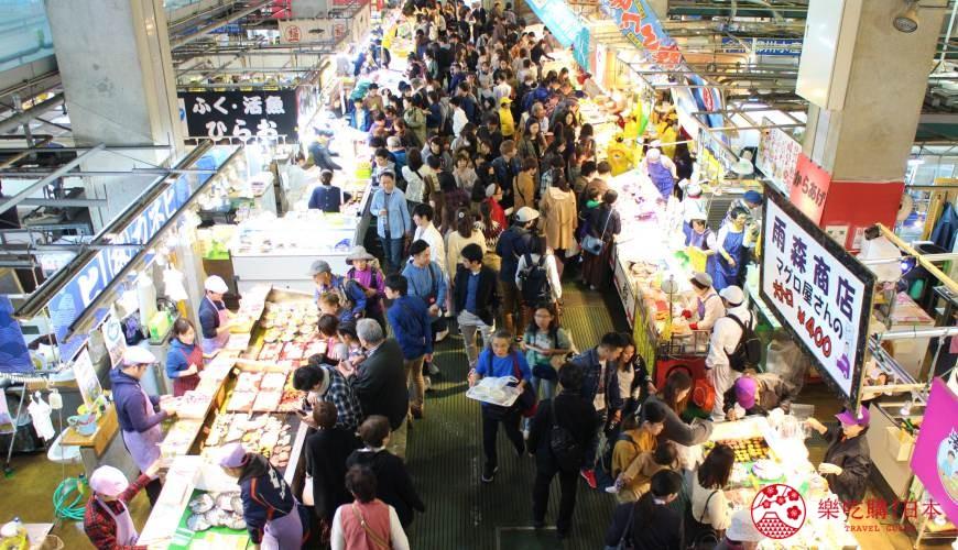 日本福岡「小倉」出發的門司港、下關市美食懷舊之旅的唐戶市場內一景