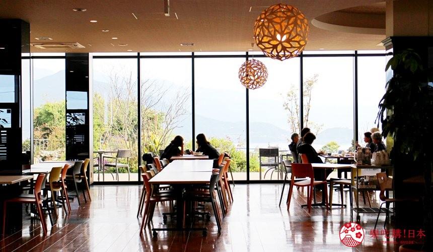 日本九州自由行推薦長崎島原、雲仙的愛野展望台附近的CASTELLA LAND的海景餐廳裝潢漂亮又優雅