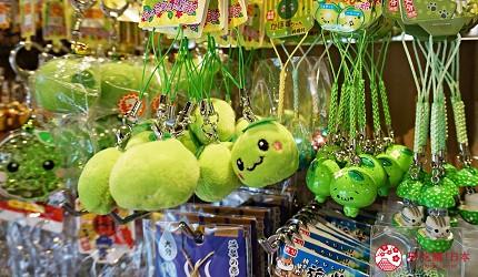 由布院車站直達!九州伴手禮專賣店「日乃新」買零食、泡足湯超好逛-青檸君玩偶