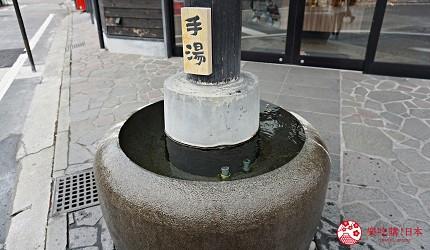 由布院車站直達!九州伴手禮專賣店「日乃新」買零食、泡足湯超好逛-手湯